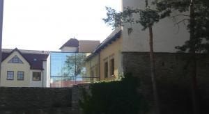 Hradby a výtah knihovny