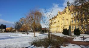 Gymnázium v zimě