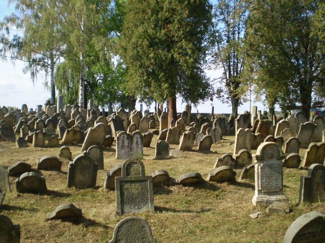 Úsov   židovský hřbitov, obrázek se otevře v novém okně