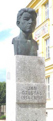 Busta Jana Opletala